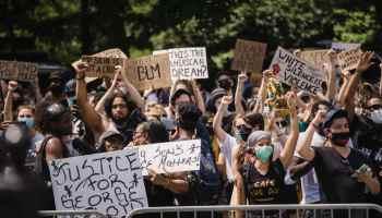 Juez detiene a ciudad de Carolina del Norte que buscaba prohibir protestas