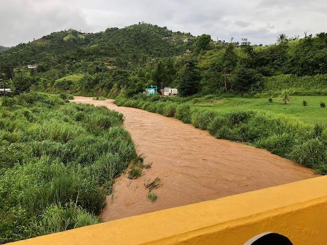 La tormenta Isaias golpea Puerto Rico con viento y lluvia