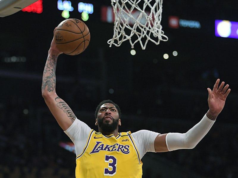 NBA reanuda la temporada en la burbuja con varios temas en el tabloncillo
