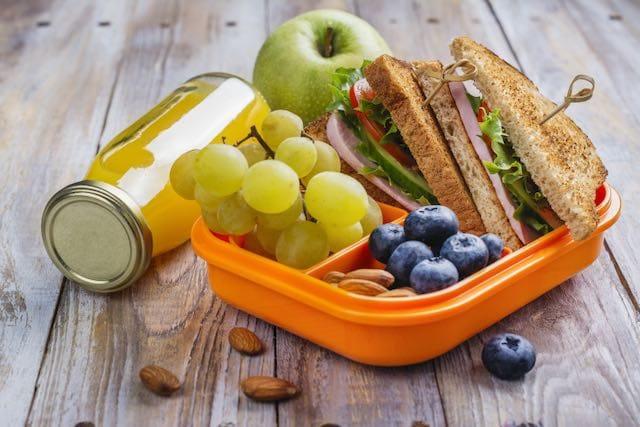 Bank of America da $50,000 a organización que da comida a estudiantes los fines de semana