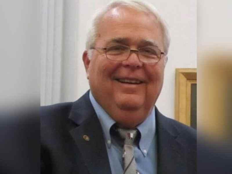 El alcalde de la ciudad de Washington en Carolina del Norte muere de COVID-19