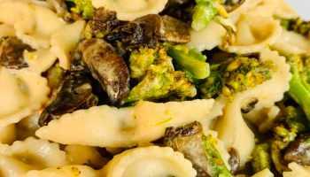 Pasta brocoli y salsa de hongos