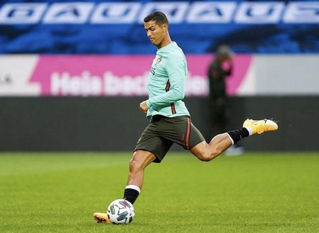 Cristiano Ronaldo celebra su gol número 100 con el Portugal