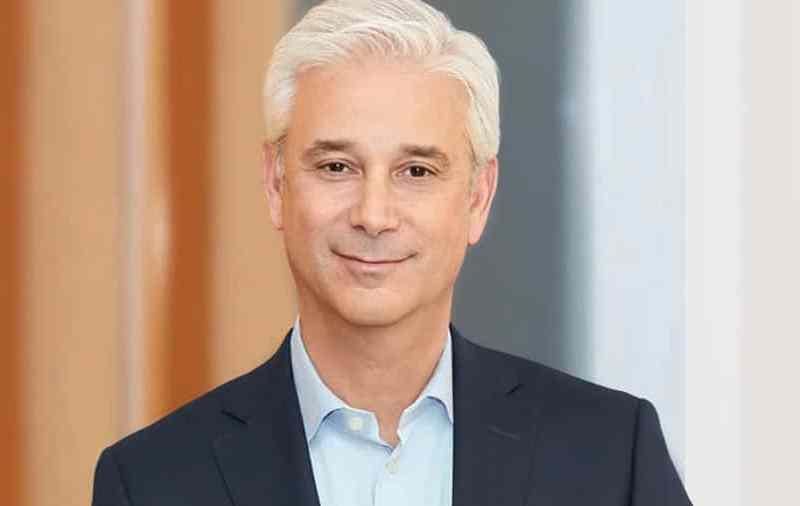 CEO de Wells Fargo se disculpa tras decir comentarios racistas