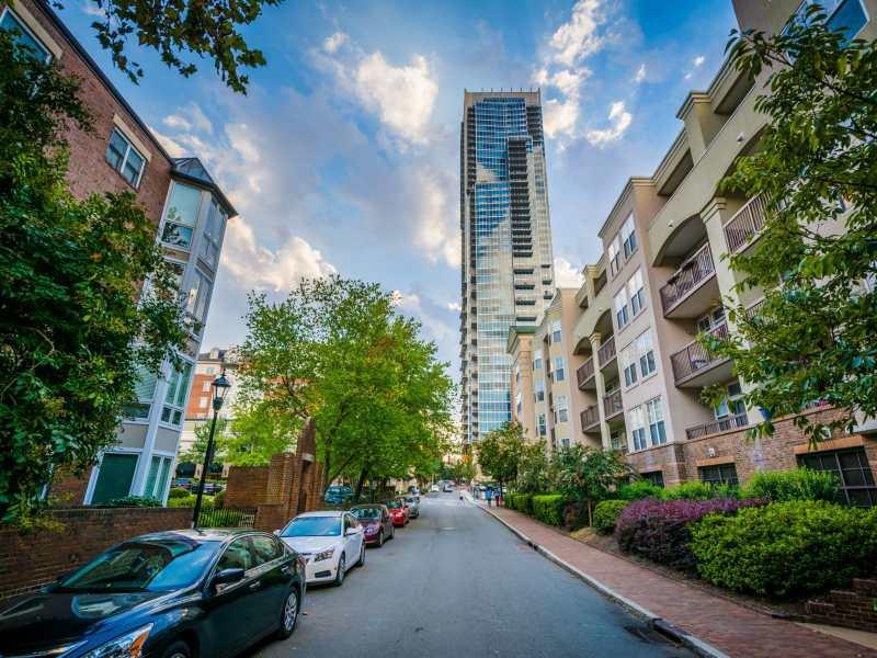 en-charlotte-las-casas-nuevas-son-mas-grandes-pero-los-apartamentos-pueden-ser-cada-vez-mas-pequenos