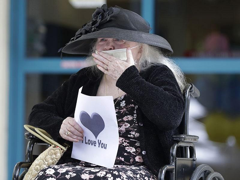 Visitas a asilos de ancianos volverán en Florida