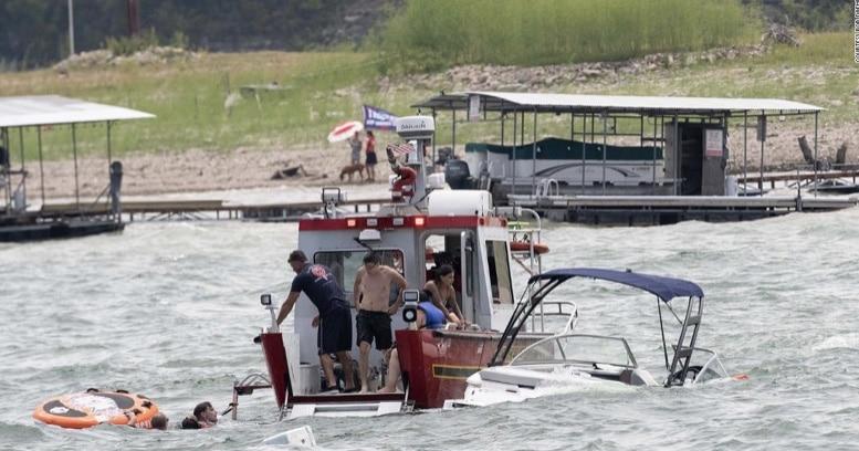 Se hunden 4 barcos en Lake Travis en un desfile con seguidores de Trump