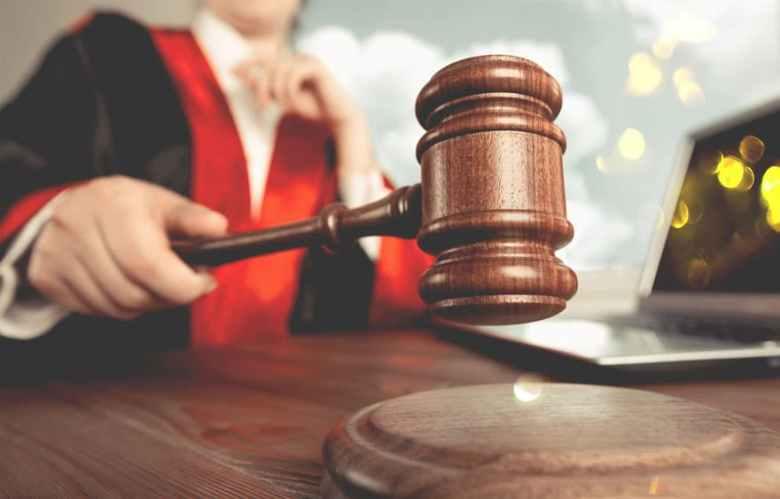 Jueza ordena no detener a niños migrantes en hoteles