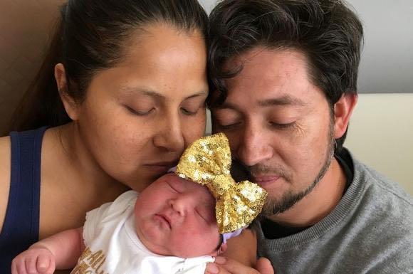 Madre latina está embarazada de su 16to hijo y está dispuesta a tener más