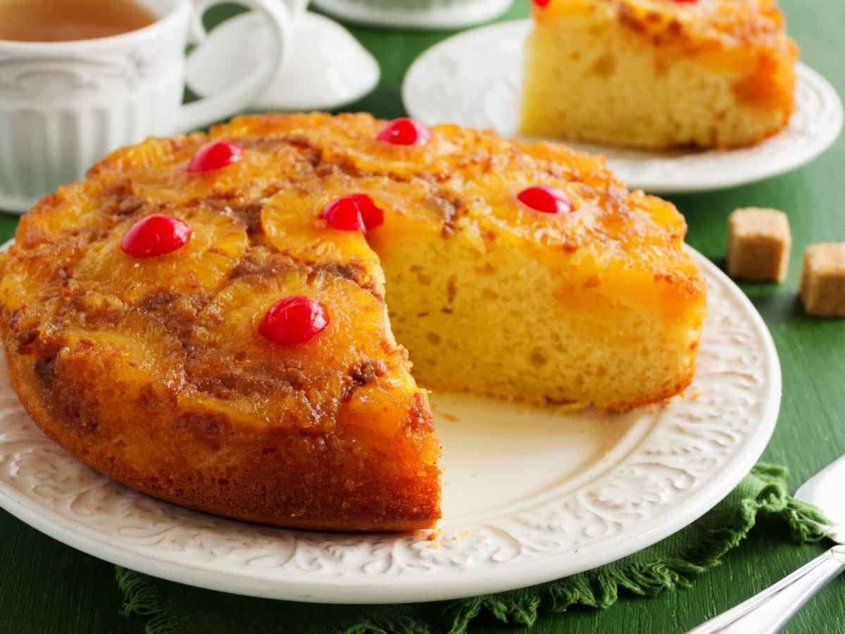 torta-volteada-de-pina-con-cerezas