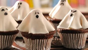 Cupcakes de fantasmas ¡excelente postre para Halloween!