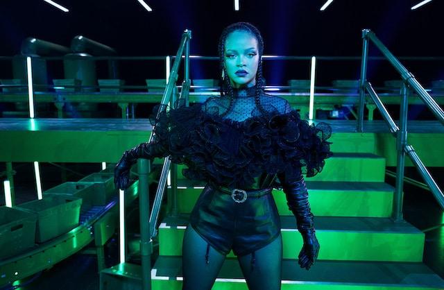 Rihanna presenta a Rosalía y a Bad Bunnny en desfile digital