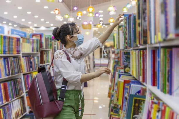 """""""Tomar y Llevar"""": Nuevo servicio de las bibliotecas del Condado Buncombe"""