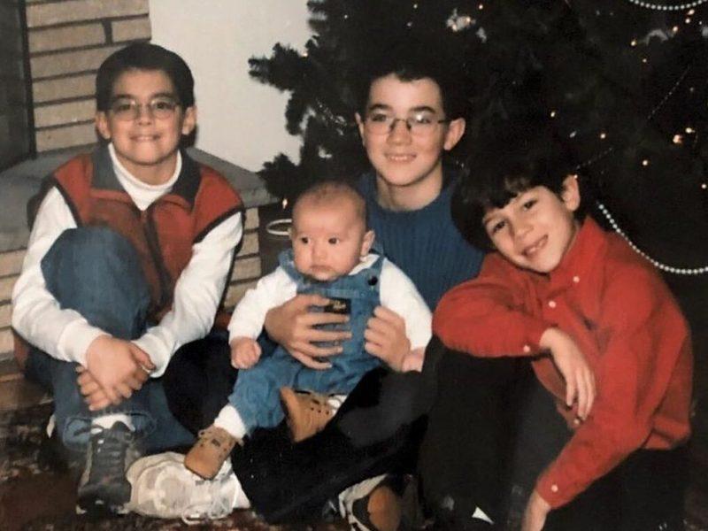 foto navideña de los Jonas Brothers