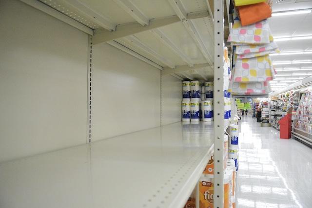 Vuelve la escasez de papel higiénico y desinfectantes por nueva ola de COVID-19
