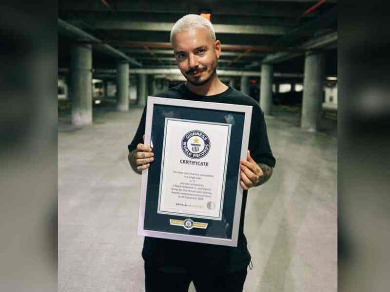 J Balvin gana Latin Grammy y rompe récord Guinness