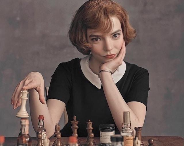 """Descubre cómo puedes jugar ajedrez con Beth Harmon de """"Gámbito de Dama"""""""