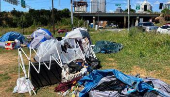 Las personas sin hogar en Charlotte sufren por COVID-19, invierno