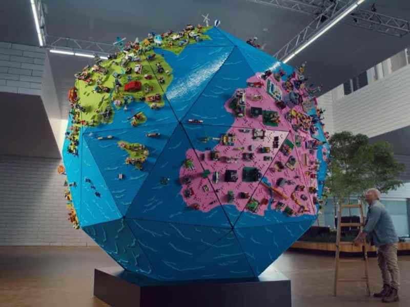 LEGO construyó un globo terráqueo de 4 metros