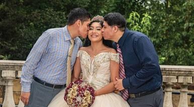 Sandy Mendoza con sus hermanos