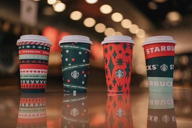 Starbucks ofrece vasos navideños coleccionables gratis