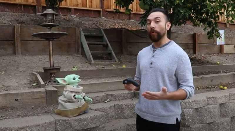latino baby yoda robot