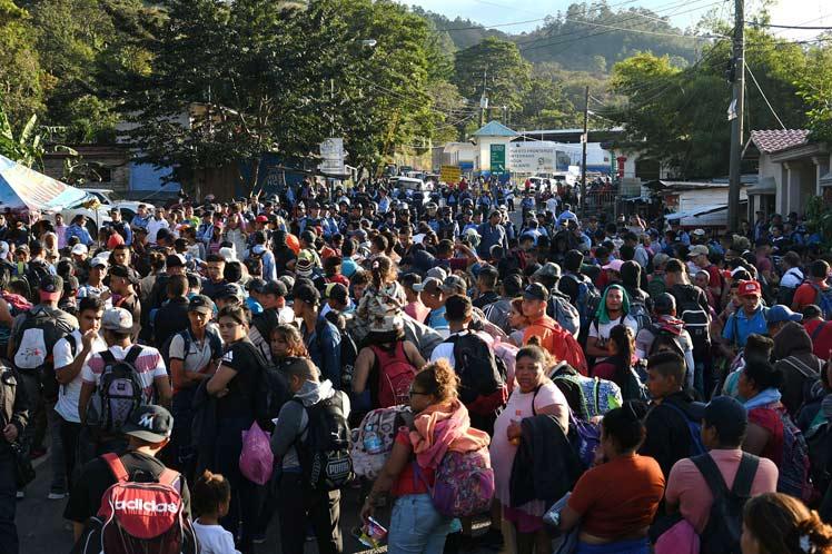 nueva-caravana-de-migrantes-hondurenos-se-abre-paso-hacia-estados-unidos