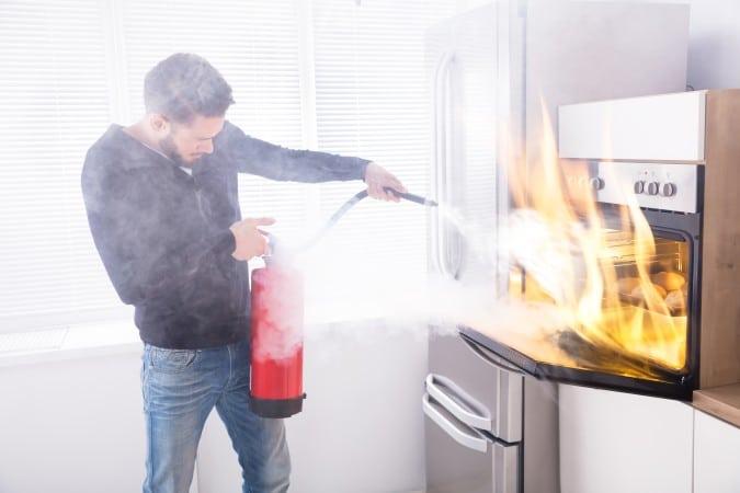 Cómo evitar un incendio en la cocina esta temporada navideña