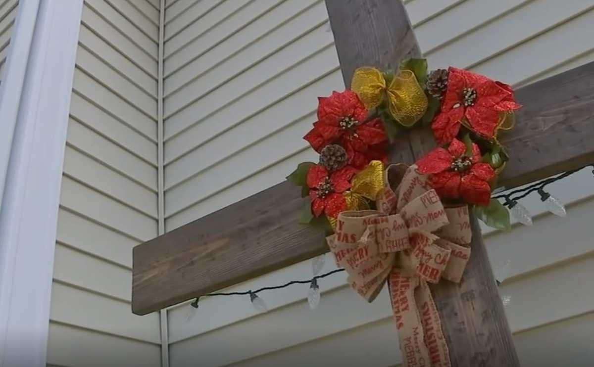 Cruz como decoración navideña Raleigh
