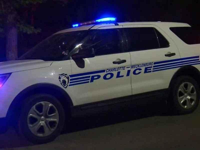 No habrá retenes de policía en Charlotte por nuevo toque de queda