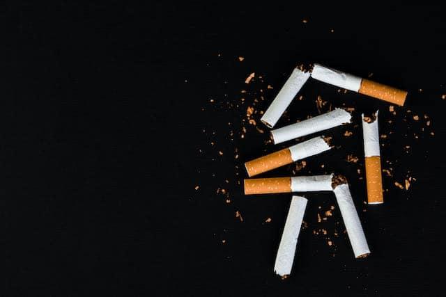 Oficial despedido y acusado de llevar cigarrillos a la cárcel de Durham