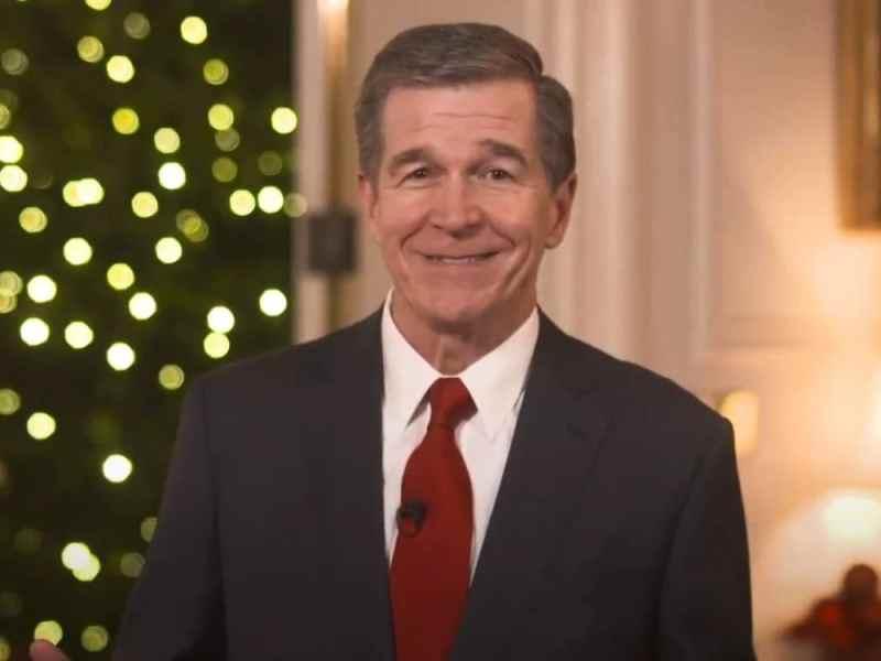 Gobernador Roy Cooper Santa Claus