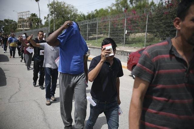 Prohiben separación de familias en la frontera
