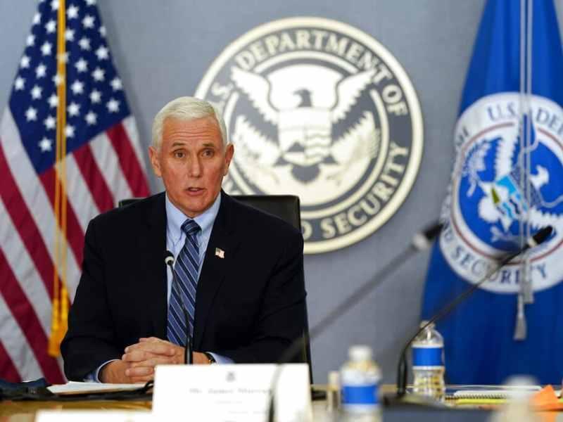 Fuentes de AP Mike Pence ofrece ayuda a Kamala Harris