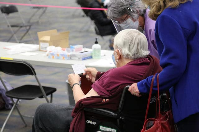 mayores-de-70-anos-pueden-recibir-vacuna-contra-el-covid-19-en-carolina-del-sur