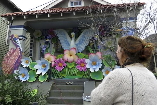 Mardi Gras: ante la cancelación de los desfiles, decoran casas en Nueva Orleans