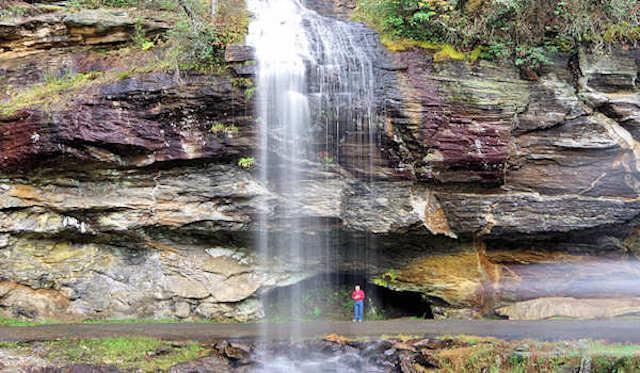 Enamórate de las famosas cascadas Bridal Veil Falls