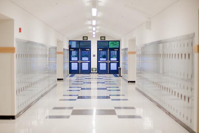 Cooper veta proyecto de ley de reapertura de escuelas