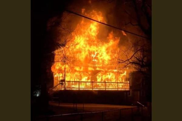 Incendio destruye tienda de 107 años en Carolina del Norte