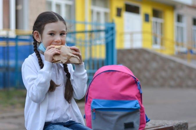 Las escuelas del condado de Orange harán que los estudiantes coman al aire libre durante el invierno