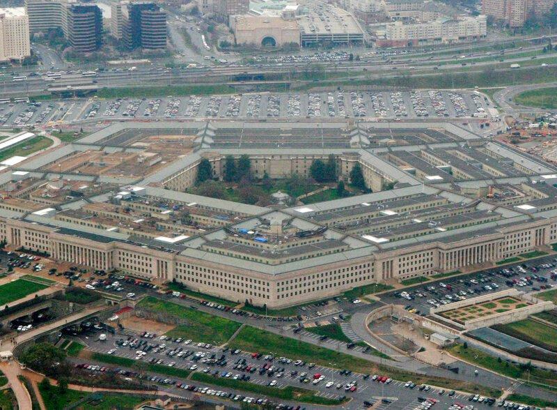 Contratista civil estadounidense muere en ataque de cohetes en Irak