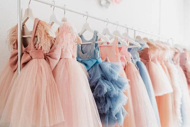 El Puente Hispano regala vestidos de prom gratis para niñas latinas