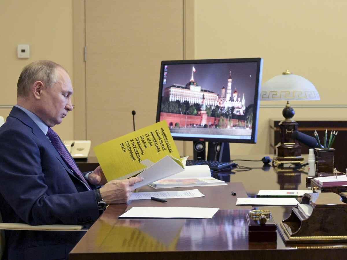 expulsan-a-10-diplomaticos-rusos-por-intromision-en-elecciones