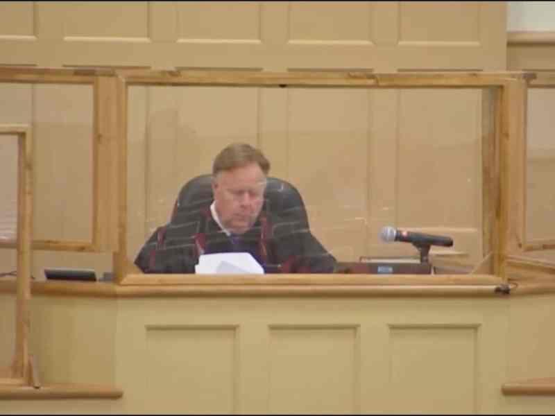 Juez retrasa revelar videos de muerte de Andrew Brown Jr.