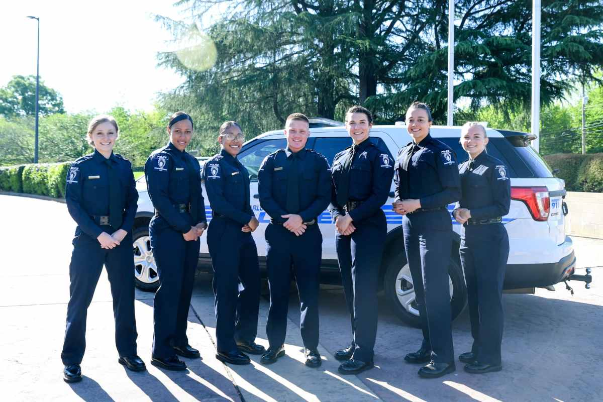 Policía de Charlotte gradúa su mayor número de mujeres en la historia