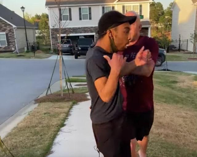 """Video: Soldado empuja a afroamericano diciéndole que está """"en el barrio equivocado"""""""