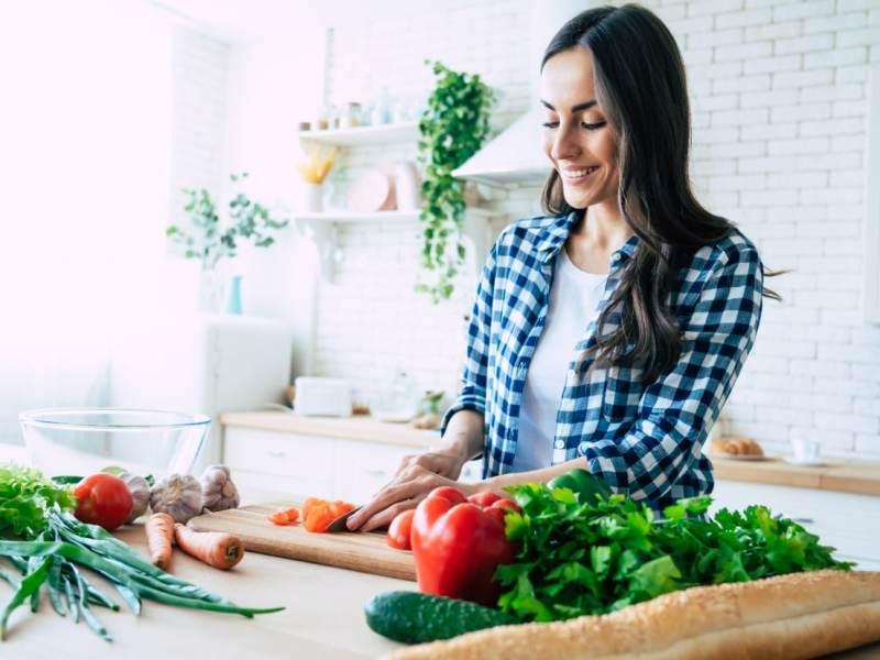 ¿Quiere perder peso? No haga dieta, coma saludablemente