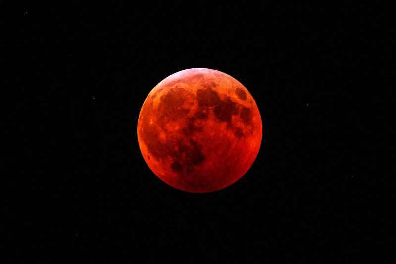 eclipse-total-de-luna-y-superluna-de-sangre-lo-mejor-de-esta-semana