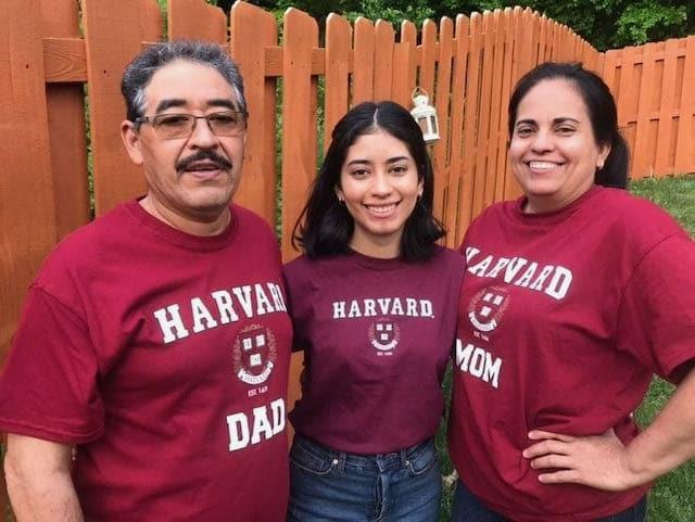 Estudiante latina de Charlotte asistirá a la Universidad de Harvard