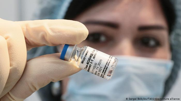 Hombre-desperdició-vacunas-COVID